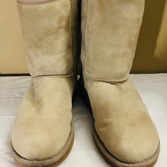 914d7c06650 UGG Classic Short #5825 Sand WMS Boots Size 10 M